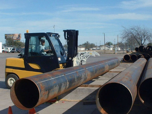 Xe nâng kẹp ống sắt 1