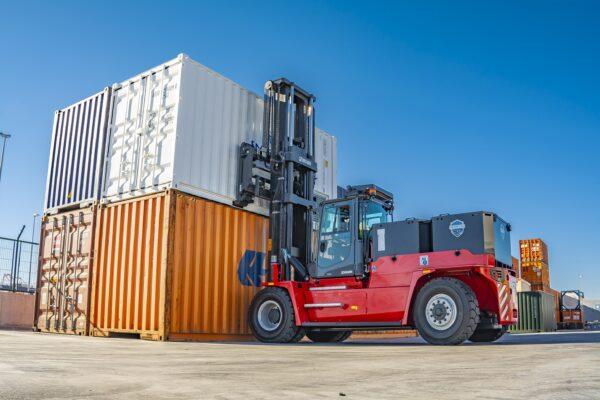 Xe nâng điện nâng container