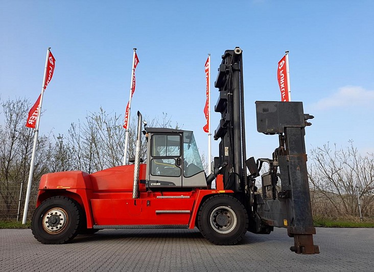 Xe nâng gắp cotainer rỗng 3 - 4 tầng hàng